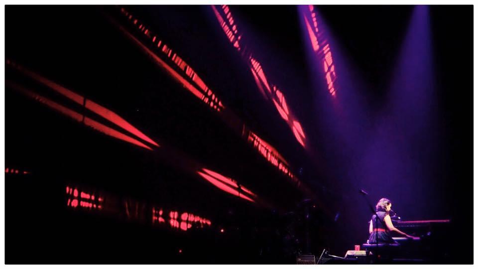 Questa immagine ha l'attributo alt vuoto; il nome del file è Norah-Jones-Live.jpg